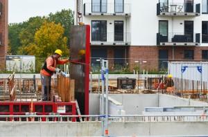 Bei deutlich steigenden Zinsen kann der aktuelle Bauboom schnell vorbei sein.